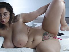 Subliminal Romanian Big Natural Boobed Webcammer