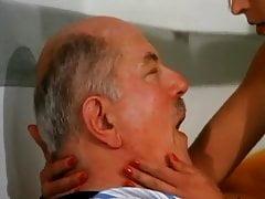 LA DOCTERESSE A DE GROS NICHON - 1988