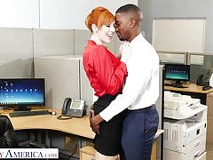 Naughty America - New guy gets lucky with the bosses wife